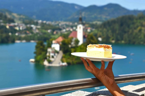 Cream cake Kremsnita in front of Lake Bled