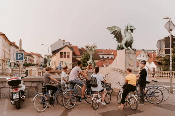 Ljubljana bike tour by the Dragon bridge
