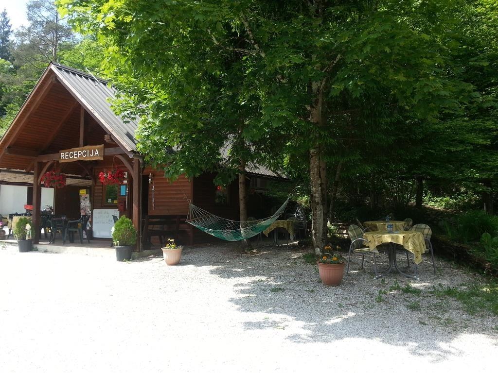 Recepción del Camping Vodenca