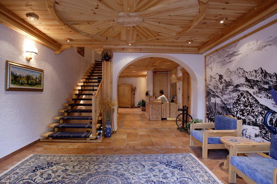 Garni Hotel Berc lobby