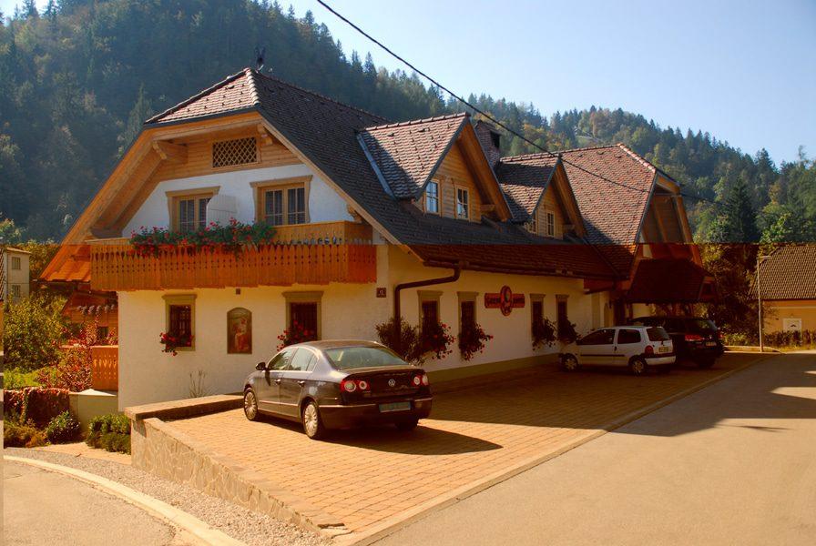Garni Hotel Berc outside