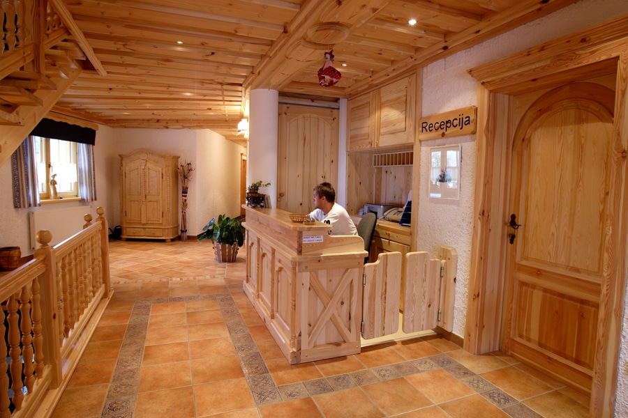 Garni Hotel Berc reception desk