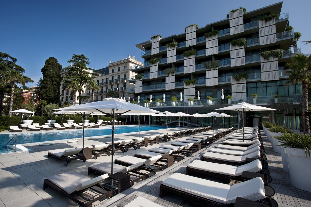 Piscina del Hotel Kempinski Palace