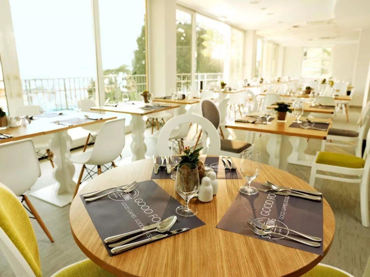 Hotel Mirna breakfast area