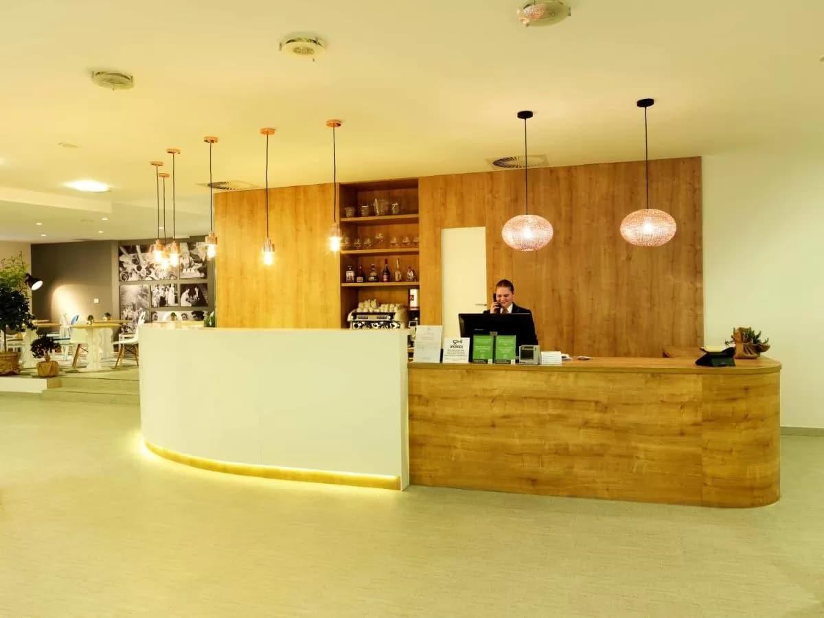 Hotel Mirna reception