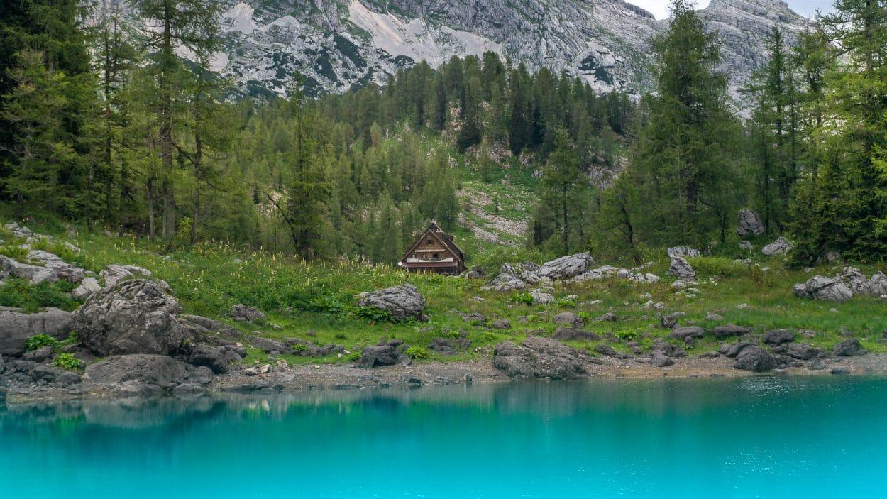Koča pri Triglavskih Jezerih lake view